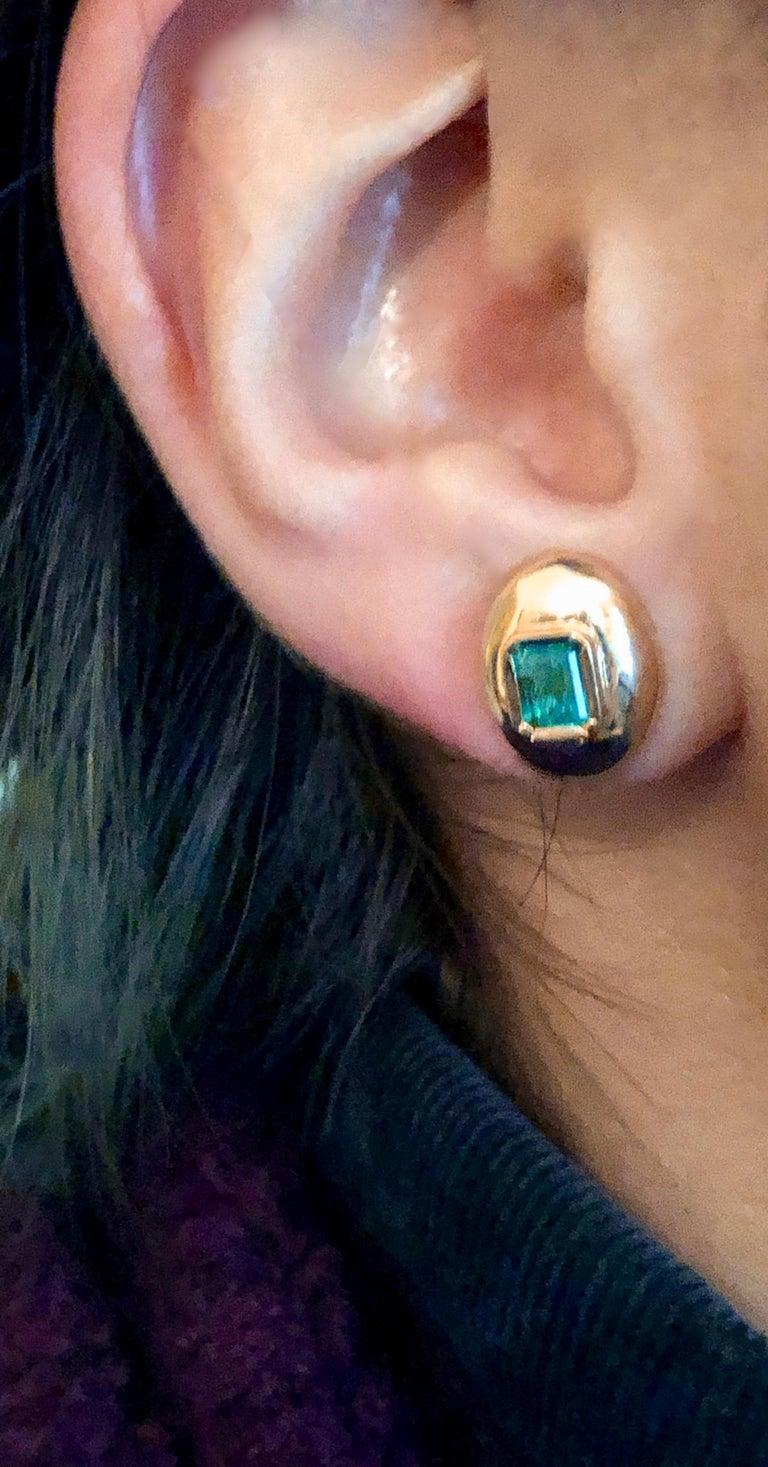 Dome Earrings Colombian Emerald 18 Karat Gold For Sale 2
