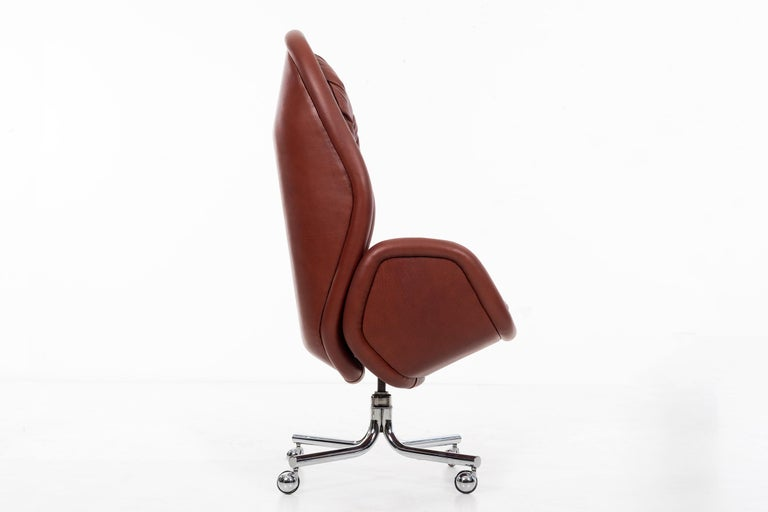 Mid-Century Modern Domore Executive Desk Chair For Sale