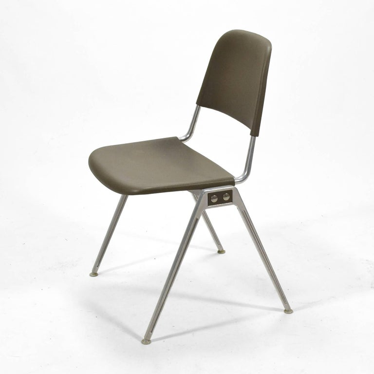 Don Albinson Stacking Side Chairs by Knoll Set of 14 In Good Condition For Sale In Highland, IN