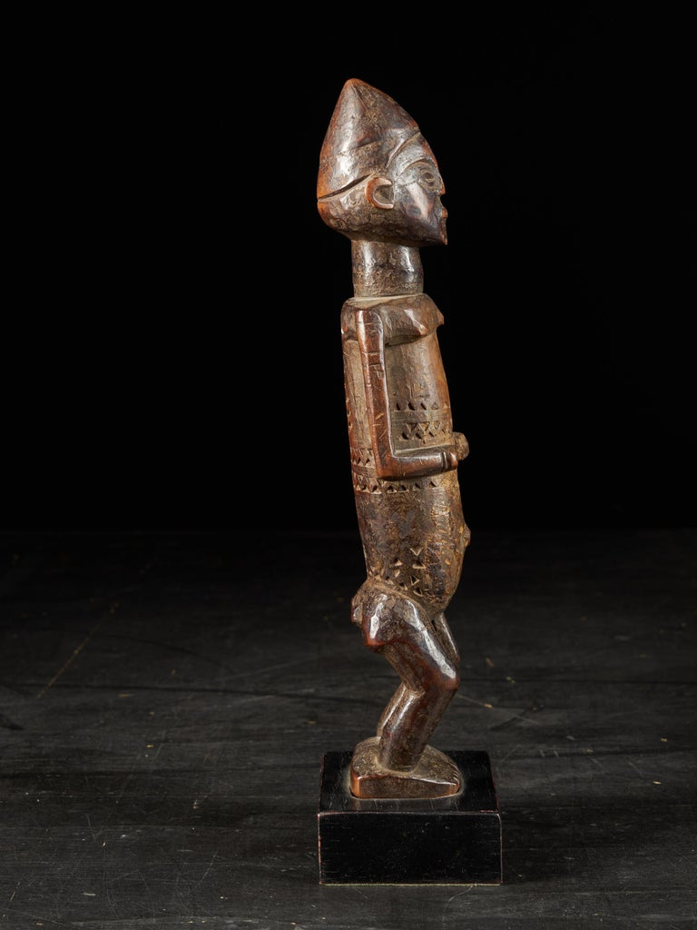 Dondo People, DRC, Wooden Statue with Scarified Body, French Private Collection In Good Condition For Sale In Leuven , BE
