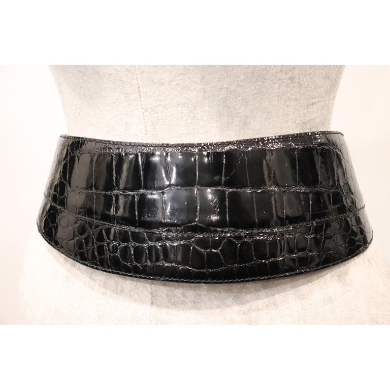 Donna Karan Black Alligator Belt Size Medium. Vintage belt from 1990s in excellent condition   Measurements:  Longest Length - 30 inches Shortest Length - 28.9 inches  Height - 3.5 inches