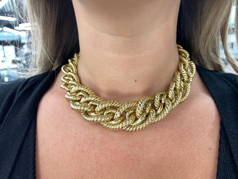 Stamped Dorfman, this 18 karat yellow gold necklace features graduated rope & high polished links 162.4 grams Big & Bold! More Link Necklaces In Stock.