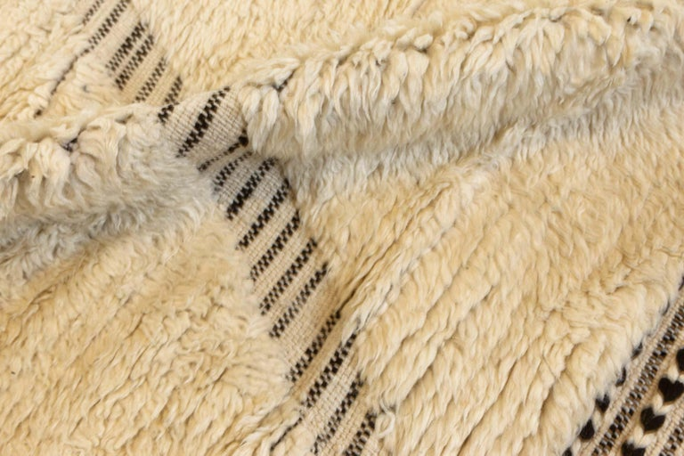 Doris Leslie Blau collection tribal style modern Moroccan wool area rug in white and grey Size: 10'0