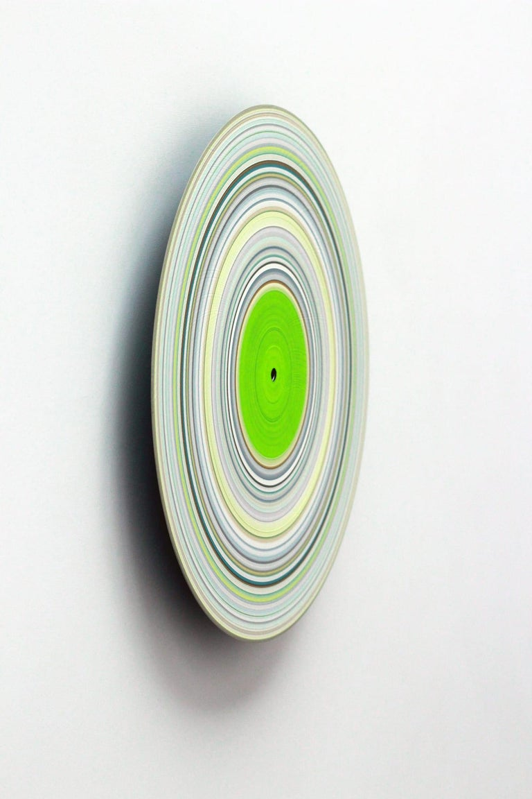 Green Edition No.15 (Sound & Vision series) - Abstract painting on vinyl - Contemporary Painting by Doris Marten