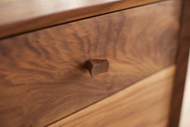 American Dorothy Bureau, Modern Walnut Chest of Drawers with Turned Legs and Shaped Pulls For Sale