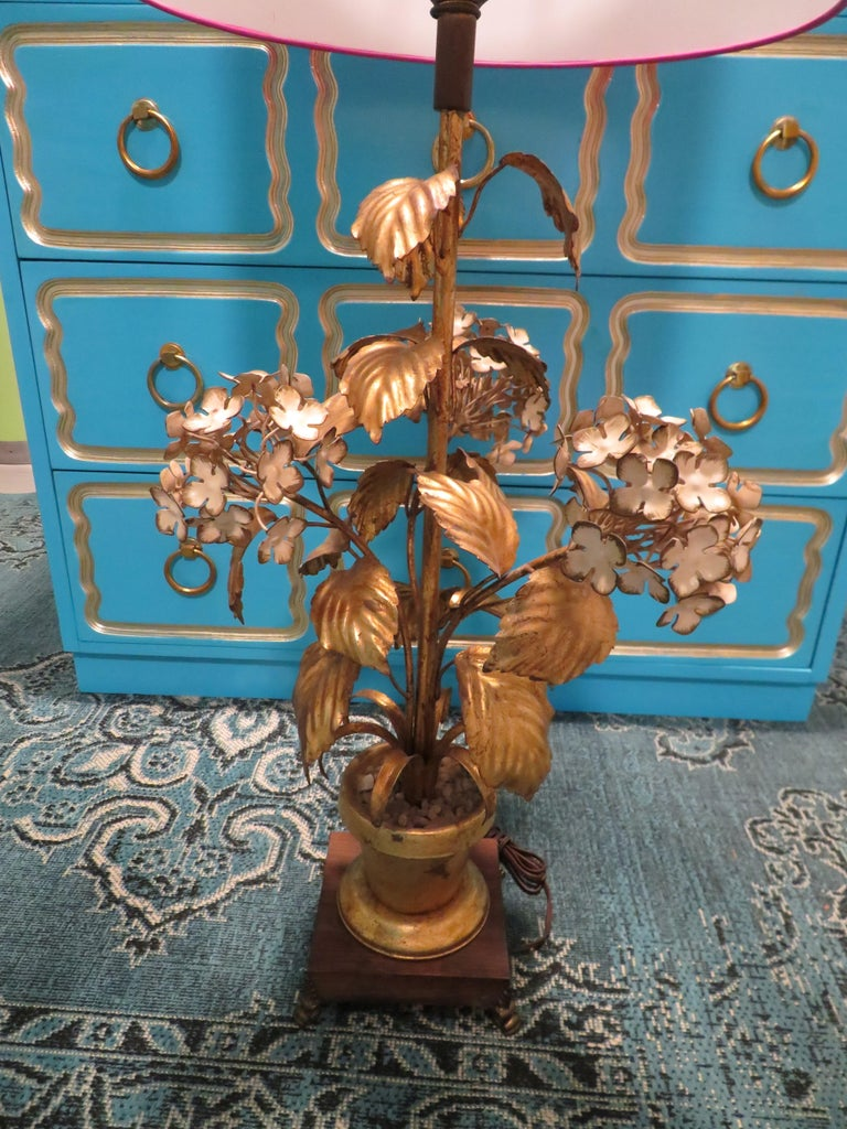 Whimsical Dorothy Draper gilt gold tole hydrangea lamp. This wonderful Hollywood Regency lamp retain it's original wiring in good working order. The lamp shade is just for show and is not included in this sale.