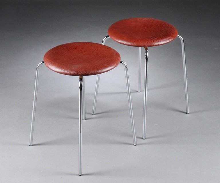 Pair of dot stools upholstered with brown leather designed by Arne Jacobsen and manufactured by Fritz Hansen from 1971.