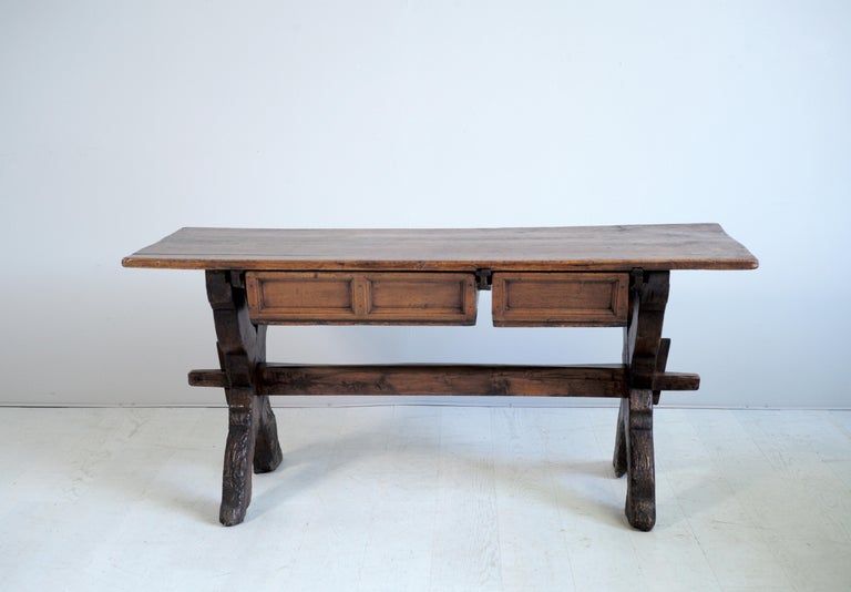 Exceptional Swiss changer table with two drawers in Larch and Alder dating from the early 17th century. The plateau in Alder is based on a double base cross larch joined by a wide cross keyed. A large and a small drawer slide on both sides of the