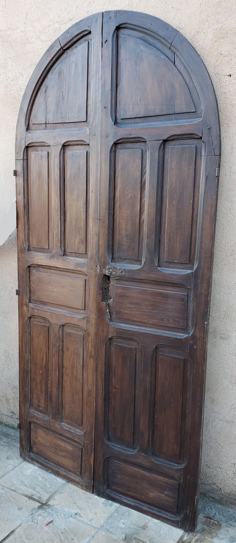 Double Panel Arched Moroccan Wooden Door, 23ND34 For Sale 1