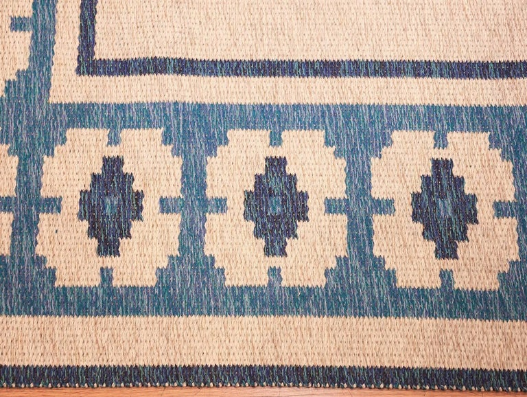 Double-Sided Blue Vintage Swedish Kilim. Size: 4 ft 6 in x 6 ft 8 in  In Excellent Condition For Sale In New York, NY