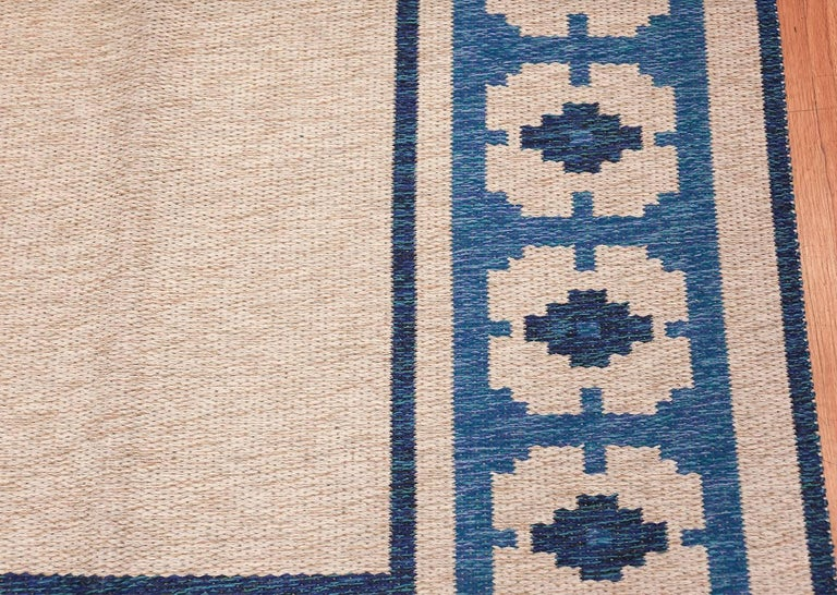 20th Century Double-Sided Blue Vintage Swedish Kilim. Size: 4 ft 6 in x 6 ft 8 in  For Sale