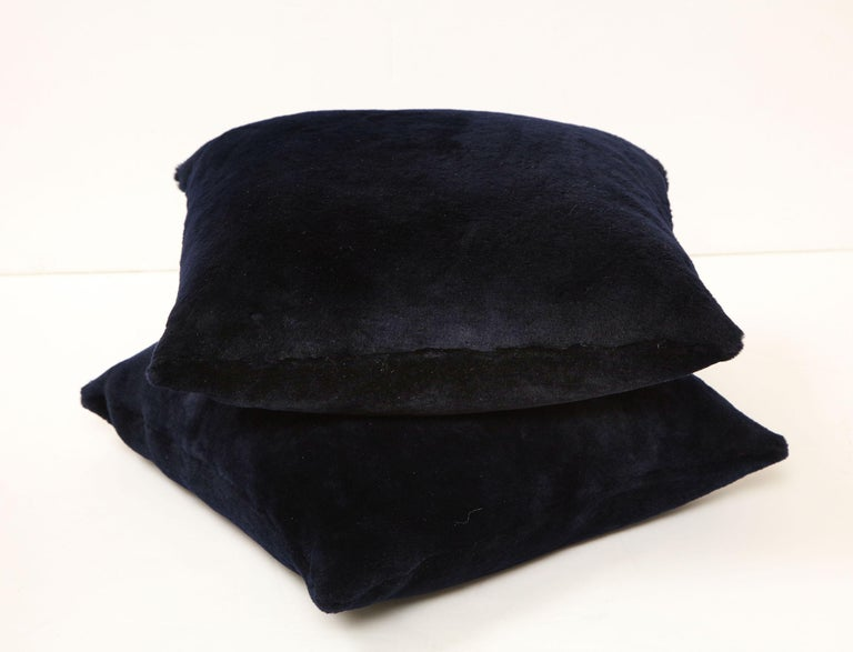Double Sided Merino Short Hair Shearing Pillow in Midnight Blue Color In New Condition For Sale In New York, NY
