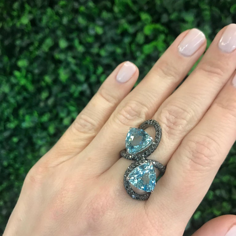 Double Trillion Cut Aquamarine and Black Diamond Ring in 18 Karat White Gold In New Condition For Sale In New York City, NY