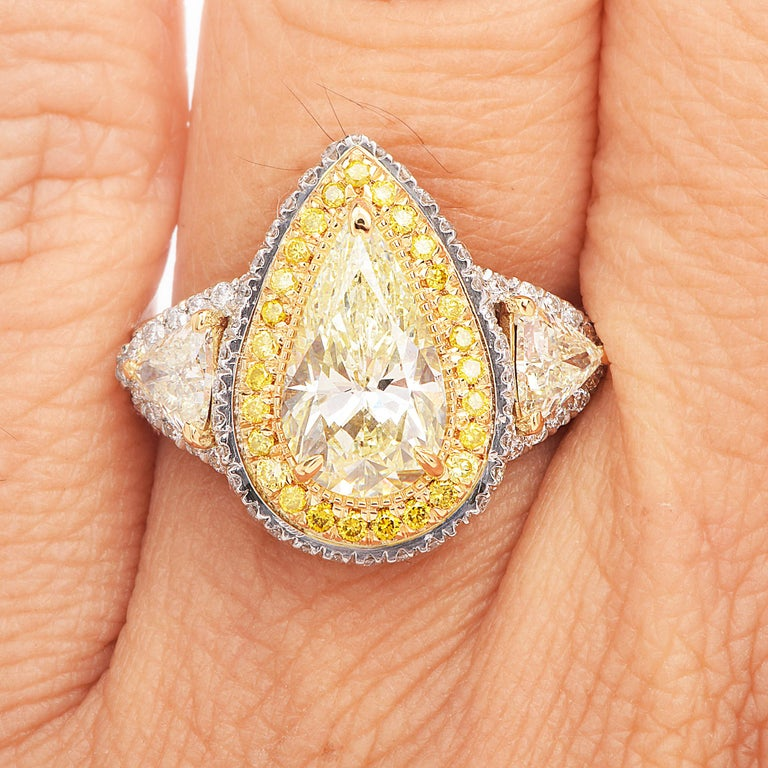 Women's  Diamond Natural yellow Pear Diamond Platinum Gold Engagement Ring For Sale