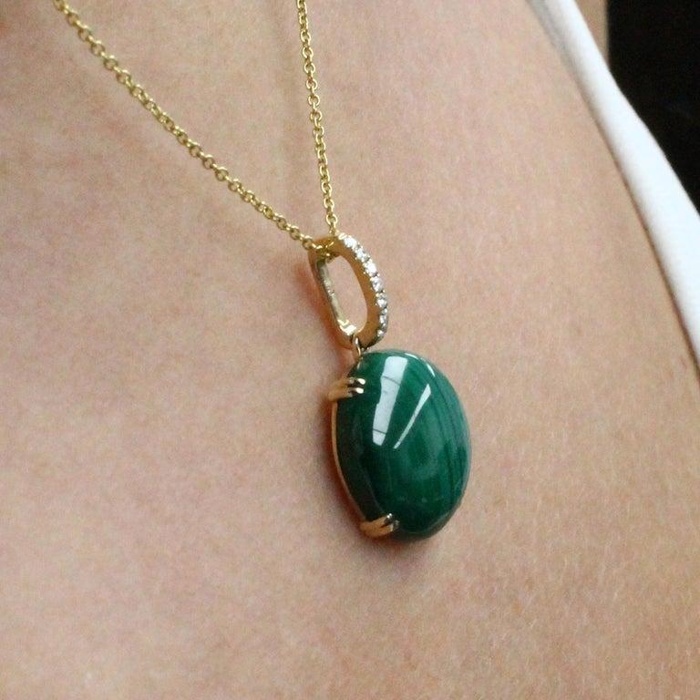 Women's Doves 18K Yellow Gold Pendant Necklace w/ Round Cabochon Malachite and Diamonds For Sale