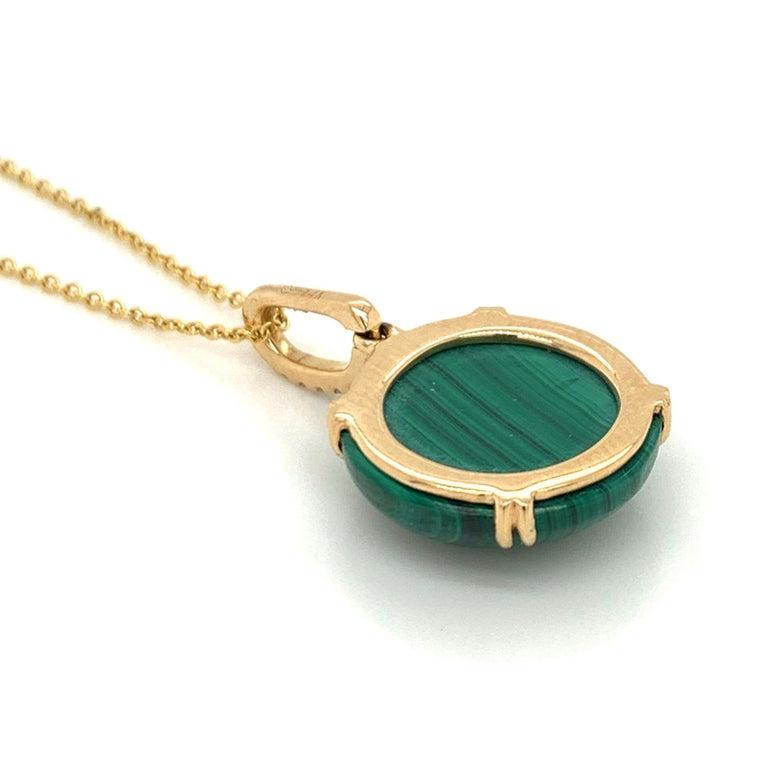 Doves 18K Yellow Gold Pendant Necklace w/ Round Cabochon Malachite and Diamonds For Sale 2