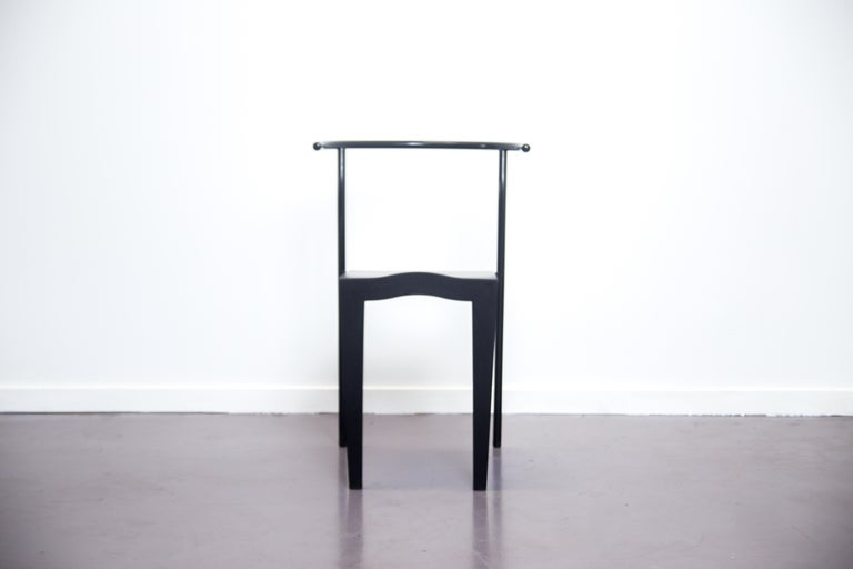 This Dr. Glob chair was designed by Philippe Starck for Kartell in 1988. The Dr. Glob chair arose from the idea of combining different materials to obtain a greater structural rigidity and an innovative design approach, it also played on the
