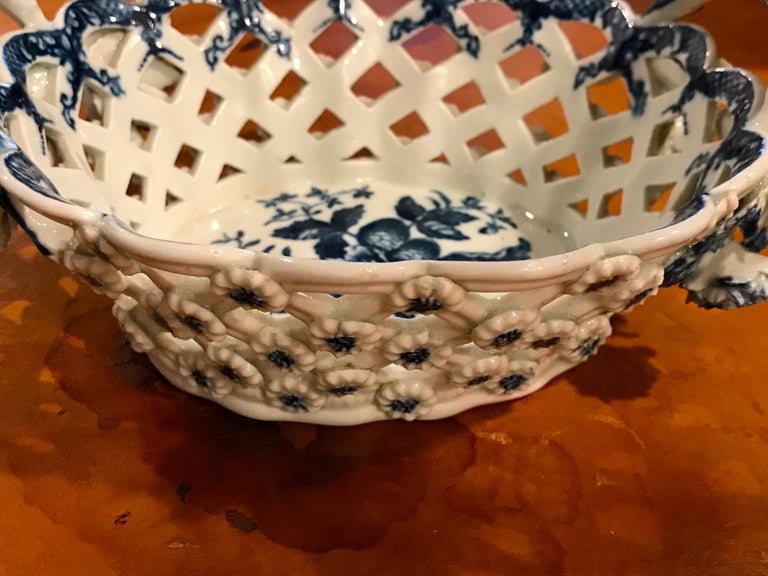 Dr. Wall Period Worcester Porcelain Blue and White Basket For Sale 5