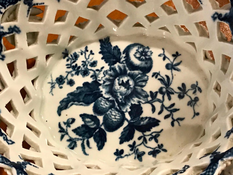 Dr. Wall Period Worcester Porcelain Blue and White Basket For Sale 8