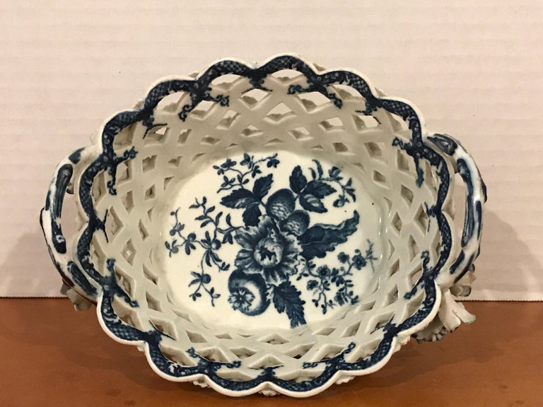English Dr. Wall Period Worcester Porcelain Blue and White Basket For Sale
