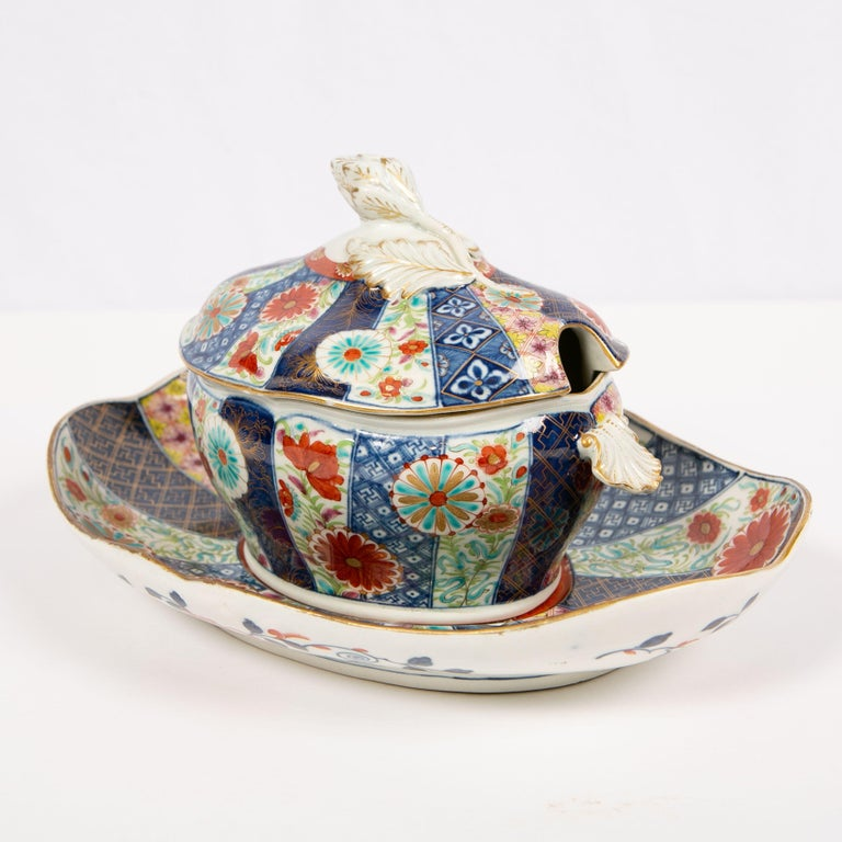 Dr. Wall Worcester Porcelain Mosaic Pattern Sauce Tureen and Stand Made In Excellent Condition For Sale In New York, NY