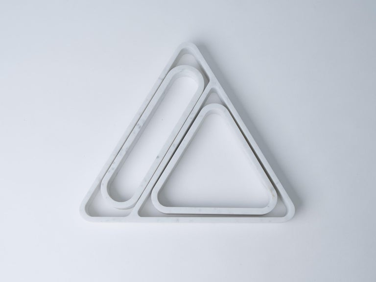 Machine-Made Draft Tray, Small: Equal Triangle, Marble and Leather Table Top Valet Tray For Sale