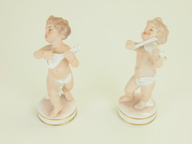Dresden Porcelain Figurines Depicting 2 Music Playing Cherubs by Carl Thieme In Good Condition For Sale In Hilversum, Noord Holland