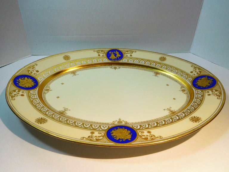 Dresden Porcelain Platter with Gold Incrustation by Ambrosius Lamm, circa 1900 For Sale 4