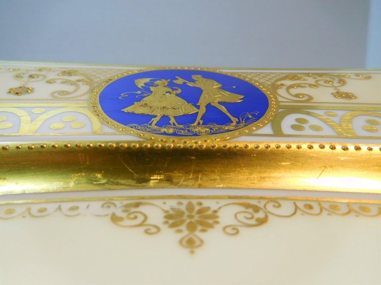 Early 20th Century Dresden Porcelain Platter with Gold Incrustation by Ambrosius Lamm, circa 1900 For Sale