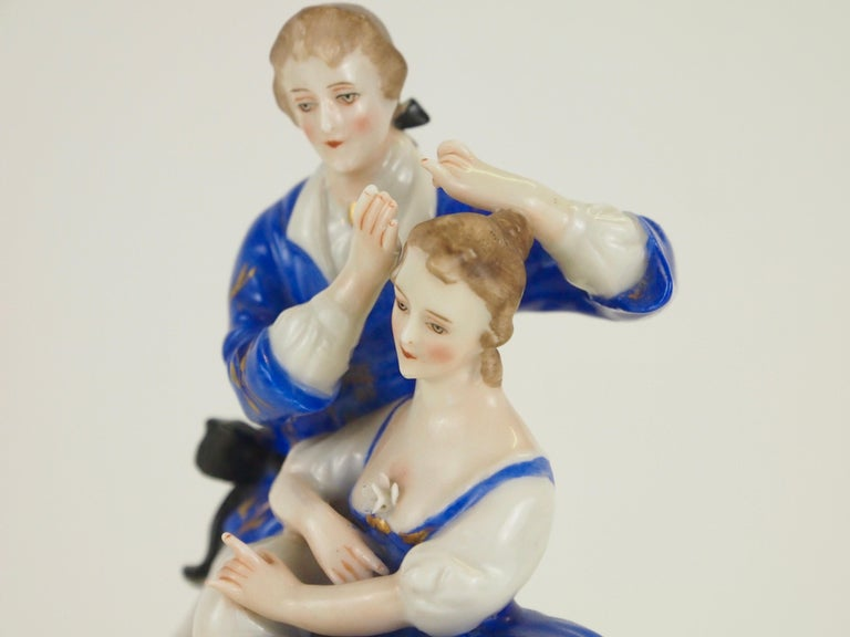 Dresden Porcelain Romantic Couple Statuette by Ackermann & Fritze In Good Condition For Sale In Hilversum, Noord Holland