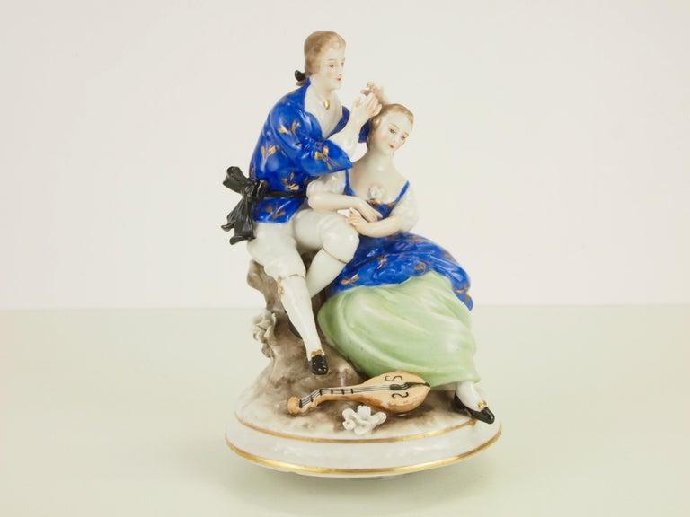 Dresden Porcelain Romantic Couple Statuette by Ackermann & Fritze For Sale 1