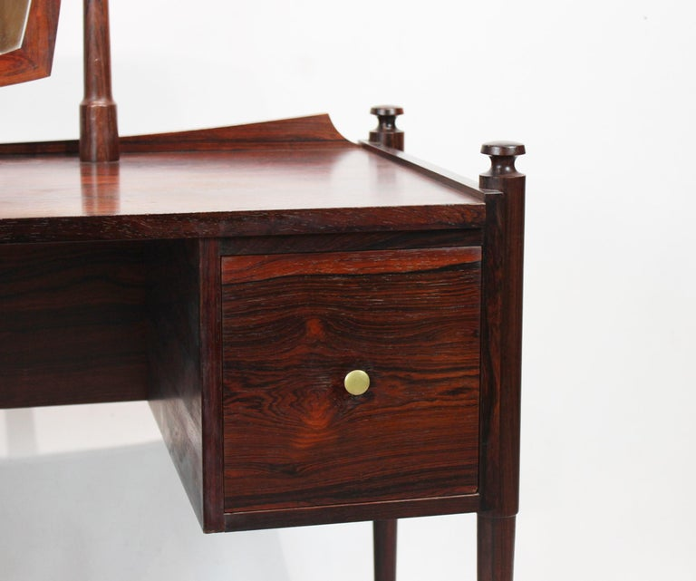 Dressing table in rosewood of Danish design from the 1960s. The table is in great vintage condition.