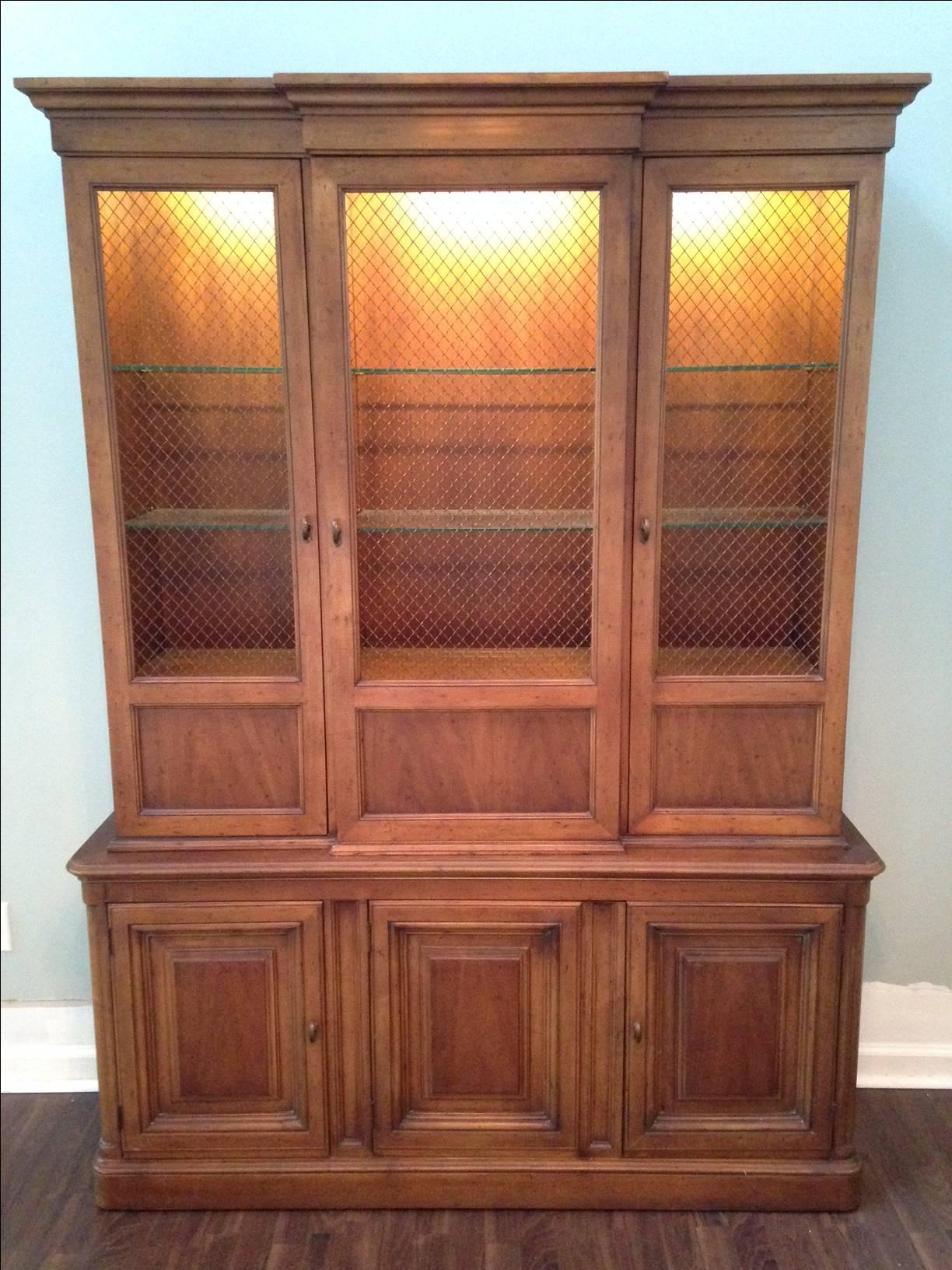 Drexel Heritage Maple China Hutch For Sale At 1stdibs