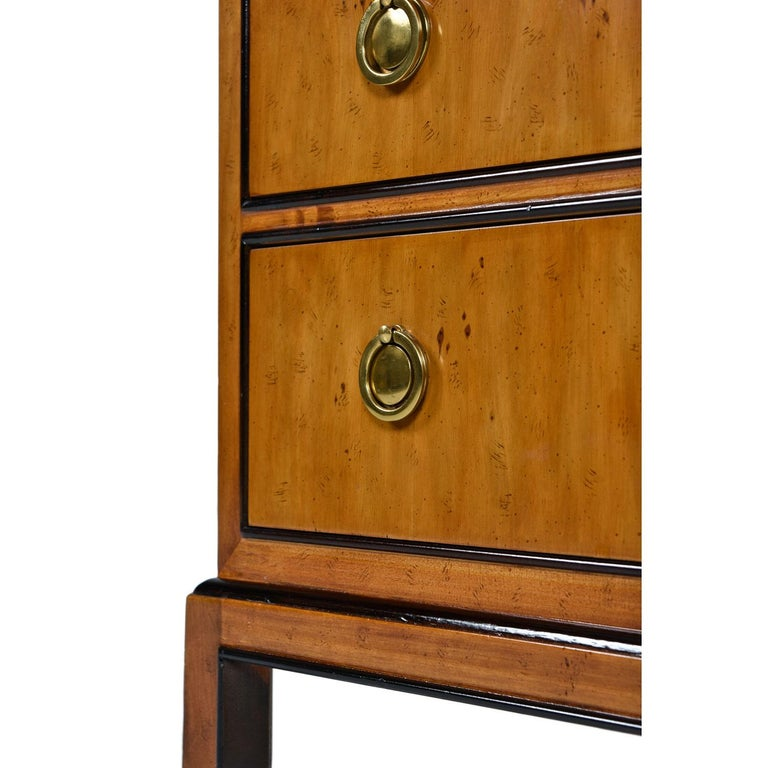 Hollywood Regency Burl Wood and Brass Drexel Heritage Chinoiserie Nightstands In Excellent Condition For Sale In Saint Petersburg, FL