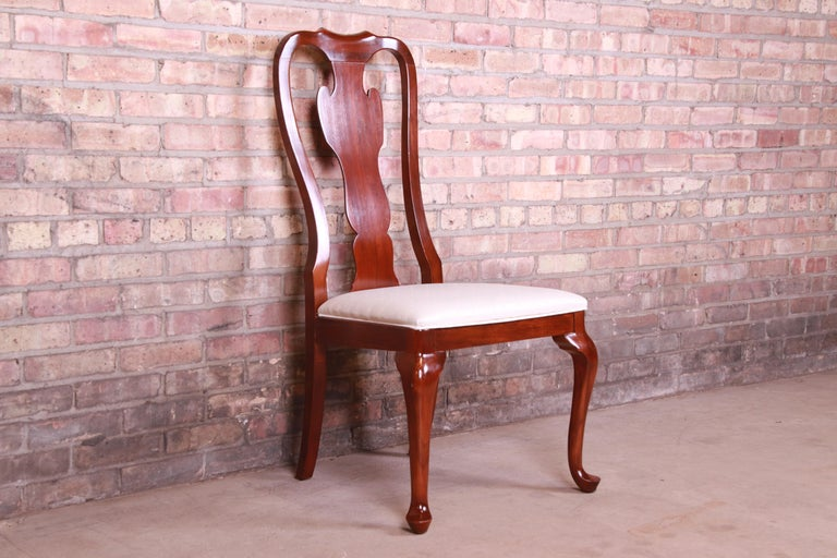 Late 20th Century Drexel Heritage Queen Anne Mahogany Side Chair For Sale