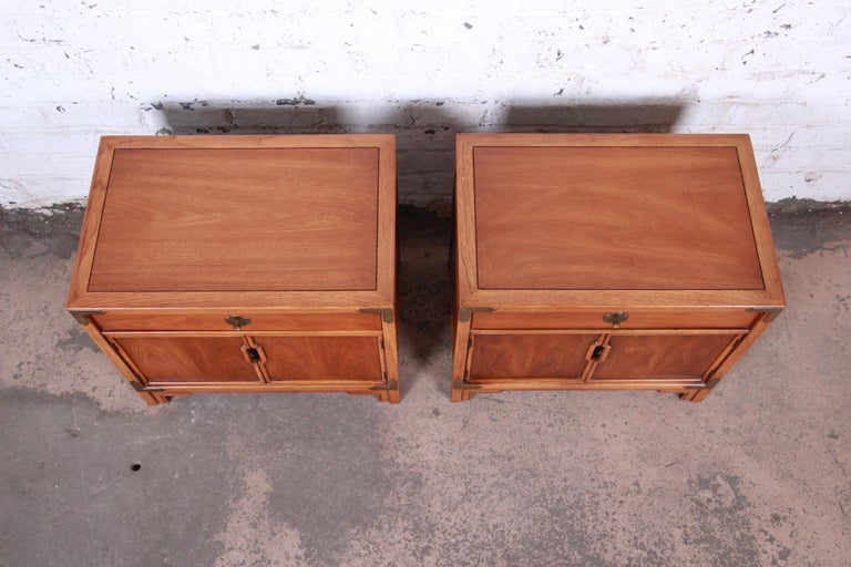 Drexel Hollywood Regency Chinoiserie Walnut Nightstands, Pair In Good Condition For Sale In South Bend, IN