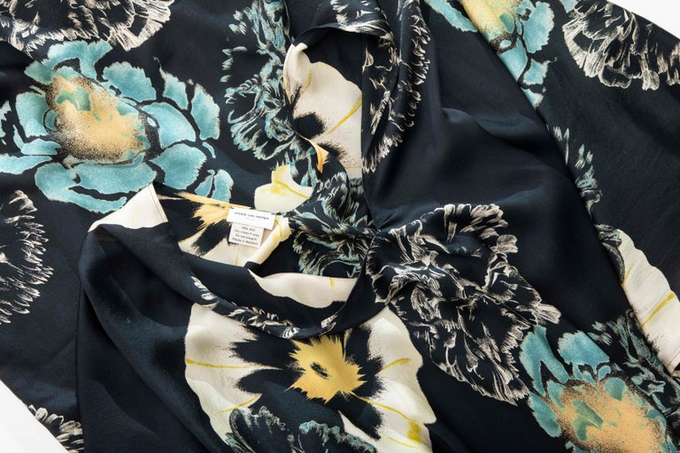 Dries Van Noten Runway Silk Floral Kaftan, Spring 2002 For Sale 11