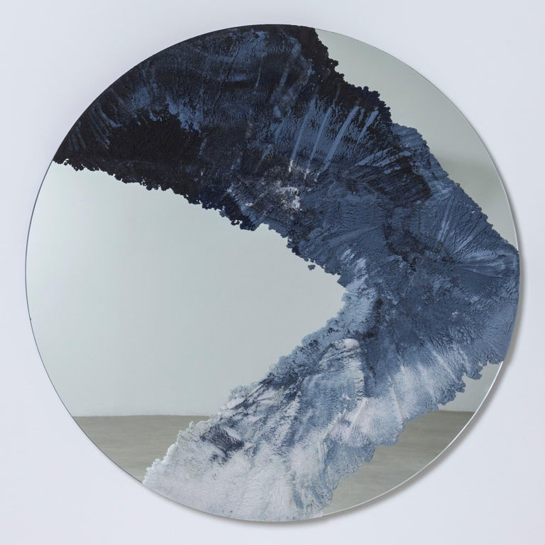 Through a layering of hand-dyed sand, the mirror consists of gradient tones and textures suggesting Patagonian glaciers breaking over water. The granules are stratified with nuance and delicacy, coming together in a piece that is both useful and