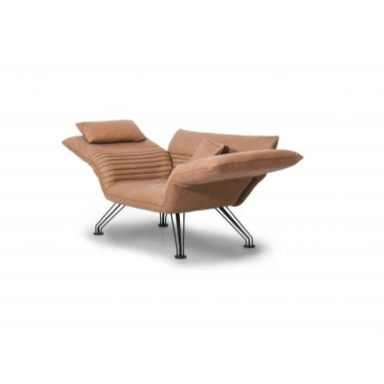 DS-142 multifunctional lounge chair by De Sede Designer: Winfried Totzek Dimensions: D 82-98 x W 160-198 x H 56-97 cm Materials: Black metal feet, 5-spoke base, leather  A place to sit or lie down upon, every time    A piece of furniture that