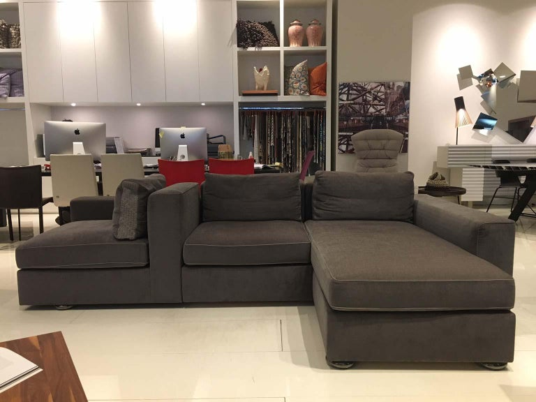 Form follows you – a sofa system for a new awareness of life. Relax, read, chat, laze around, welcome friends, work, lie down, sit and simply enjoy the moment – this sofa system can be adapted to your current needs and requirements, thanks to its