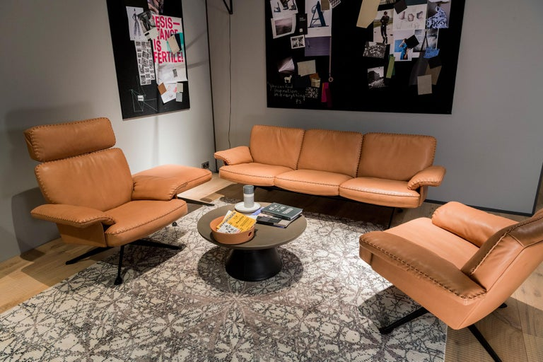 DS-31 Leather Sofa, Swivelling Armchair and Ottoman Set by De Sede For Sale 2