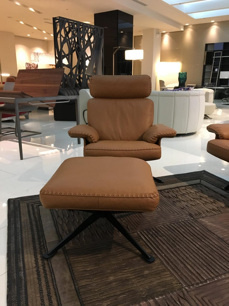 The DS-31 model series is one of the classics of our manufacture, combining design, craftsmanship and leather expertise to create a timeless, beautiful upholstered model. The design gives a light appearance: back and seat cushions lie on a thin,