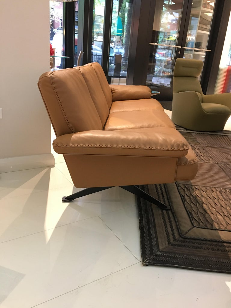 DS-31 Leather Sofa, Swivelling Armchair and Ottoman Set by De Sede In Excellent Condition For Sale In Chicago, IL