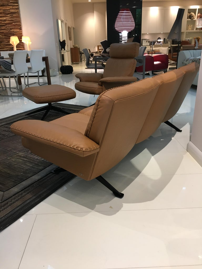 Contemporary DS-31 Leather Sofa, Swivelling Armchair and Ottoman Set by De Sede For Sale