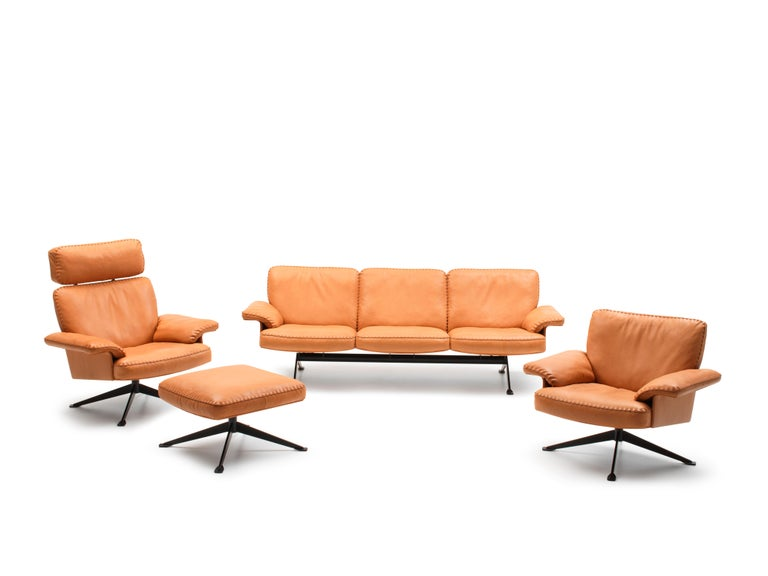 DS-31 Leather Sofa, Swivelling Armchair and Ottoman Set by De Sede For Sale 1