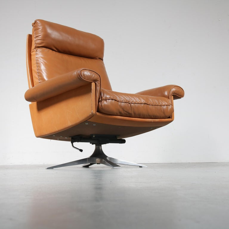 Beautiful lounge chair model DS-31, manufactured by De Sede in Switzerland, circa 1970.  This wonderful piece is made of high quality cognac leather, with a very comfortable seat and high backrest. It has a chrome plated metal crossbase that can