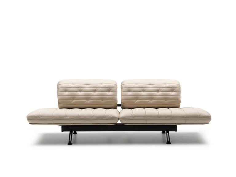 DS-490 sofa by De Sede Design: Thomas Althaus Dimensions: D 72 x W 240 x H 104 cm Materials: metal, birch plywood, leather  Prices may change according to the chosen materials and size.   A straight backrest becomes a curved
