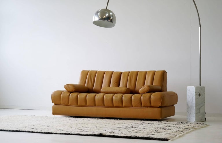 Mid-Century Modern DS 85 De Sede Leather Sofa Daybed Canapé Chaise Longue For Sale