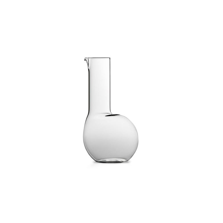 Dudù is a high mouth-blown glass carafe available in two different versions: in smooth glass or in grooved glass with a plissé effect. Dudù is part of Table Joy, a collection designed by Matteo Cibic whose items are a family of bizarre creatures in