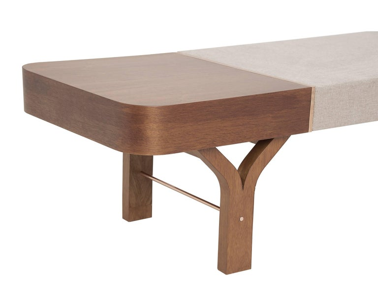 The bench Due (two in Italian) has a double function: Table and seat in one single piece.